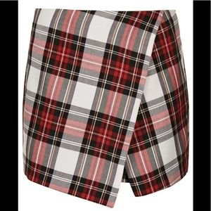 Pants - Tartan plaid skort in green and red